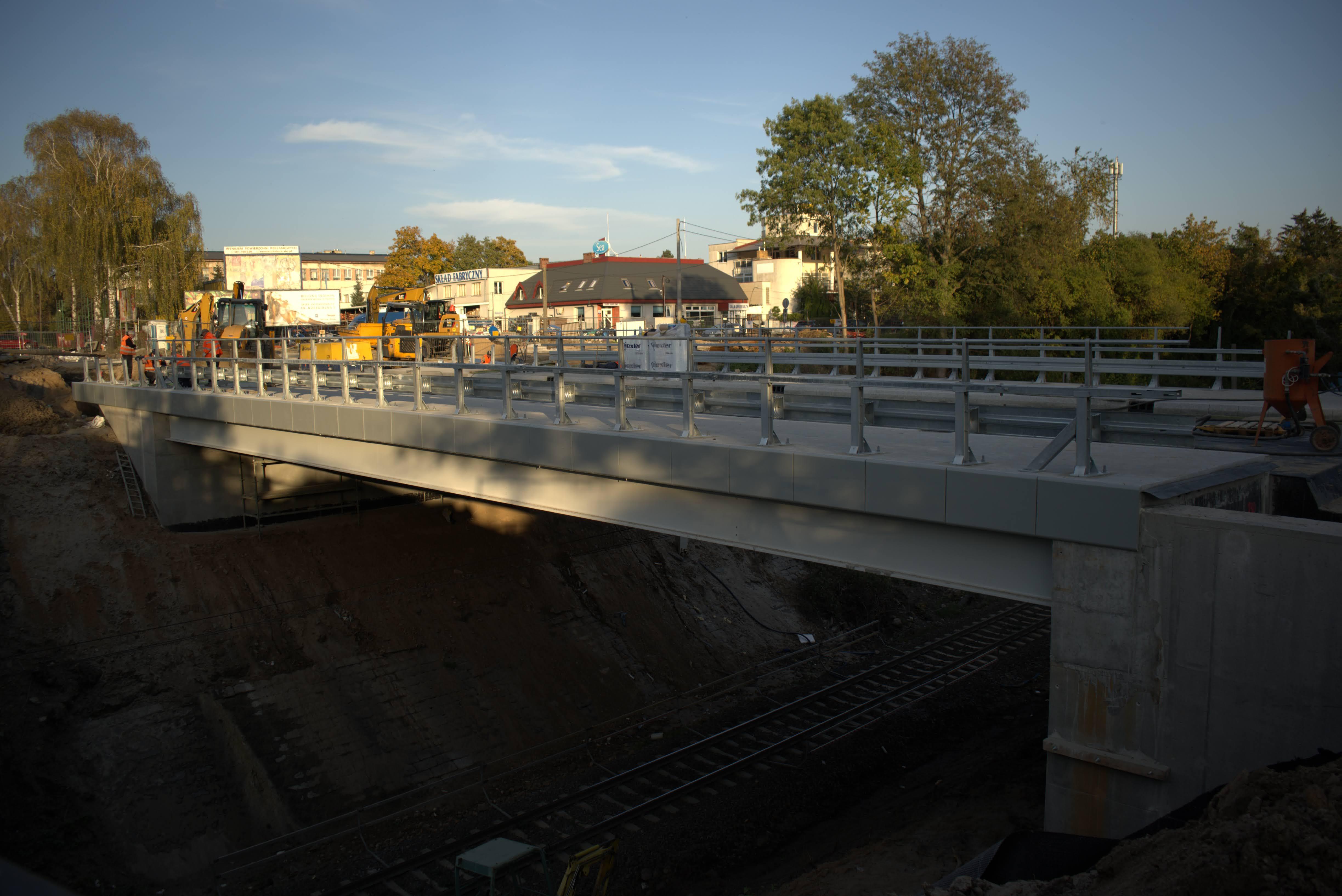 Nowy obiekt inżynieryjny nad linią kolejową w Płocku (źródło: Jarosław Czerwiński).